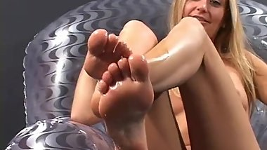 Classic foot fetish stuff: sexy blonde showing oily soles