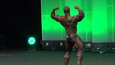PROFESSIONAL BODYBUILDER SHAWN RHODEN POSING ON ARNOLD CLASSIC 2014