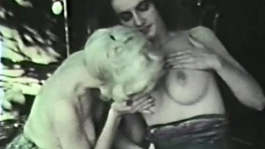 Lesbian Peepshow Loops 627 70s and 80s - Scene 2