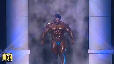 Roelly Winklaar posing at Arnold Classic 2018